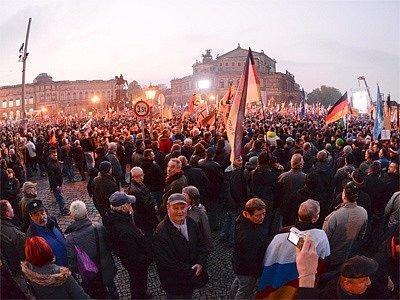 V Drážďanech se demonstruje pro i proti migraci