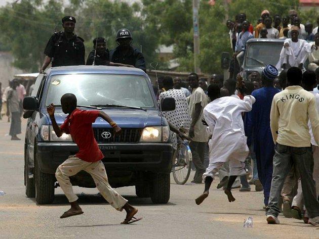 Dohledem během voleb byla pověřena nigerijská policie - ta však svou roli nezvládla.