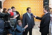 Jiří Paroubek čeká na výsledky voleb