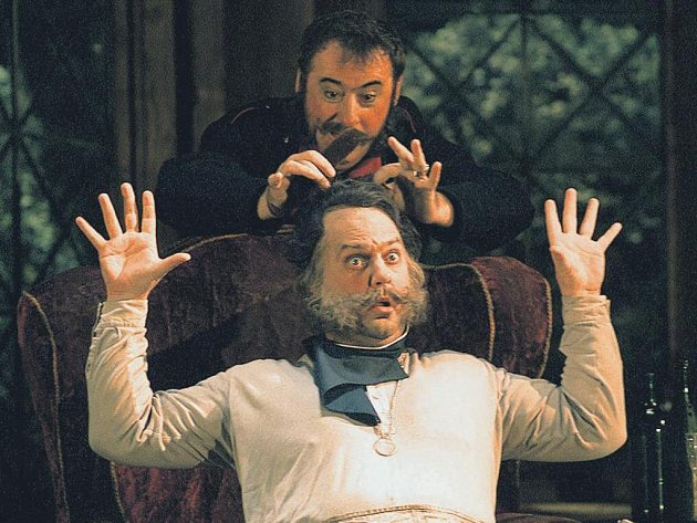 Falstaff. Bryn Terfel v titulní roli Verdiho opery při generální zkoušce na Salcburském festivalu.