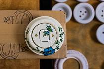 Porcelánový vypínač Mulier Klasik malovaný na přání.
