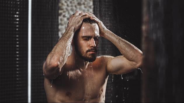Sprchování studenou vodou posiluje imunitu.