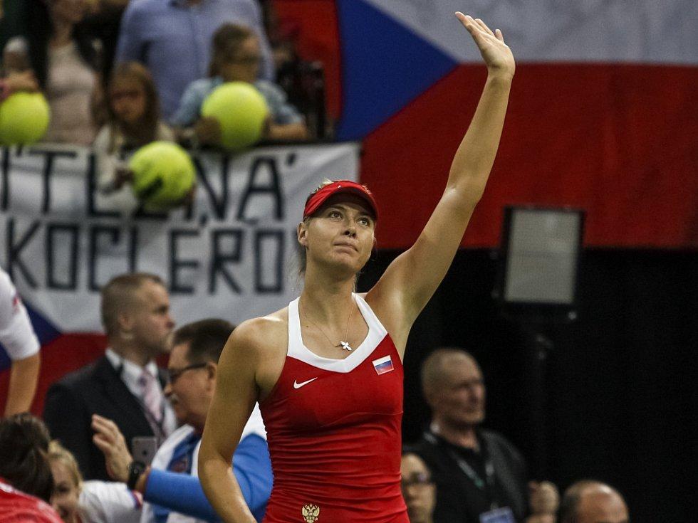 Maria šarapovová se raduje z vítězství nad Petrou Kvitovou ve finále Fed Cupu.