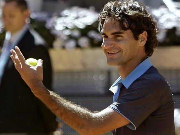 Roger Federer se raduje na turnaji v Madridu z postupu do semifinále.