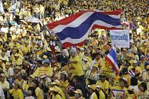 Davy stoupenců thajského Lidového svazu za demokracii zaplavily ulice hlavního města.