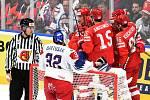 Mistrovství světa v Bratislavě - skupina B - Česko v bílém proti Rusku v červeném