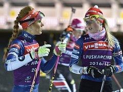 Gabriela Koukalová (vlevo) a Eva Puskarčíková se připravují na závody SP v Novém Městě na Moravě.