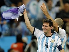 Lionel Messi se raduje z postupu do finále.