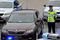 Zástupci dopravní policie převzali 10. prosince v Mladé Boleslavi sedm nových služebních vozů Škoda Superb a šest octavií v policejních barvách.