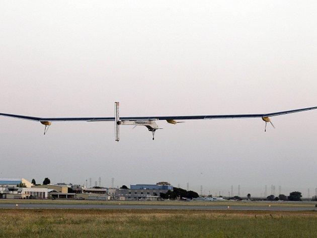 Švýcarský solární letoun Solar Impulse dnes zahájil první etapu svého dlouhého přeletu Spojených států.