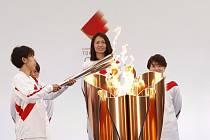 Ceremoniál při startu štafety s olympijskou pochodní v japonské Fukušimě 25. března 2021