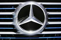 Logo automobilky Daimler, výrobce automobilů Mercedes-Benz