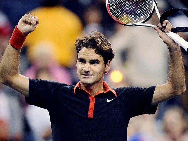 Roger Federer slaví postup do semifinále letošního US Open.