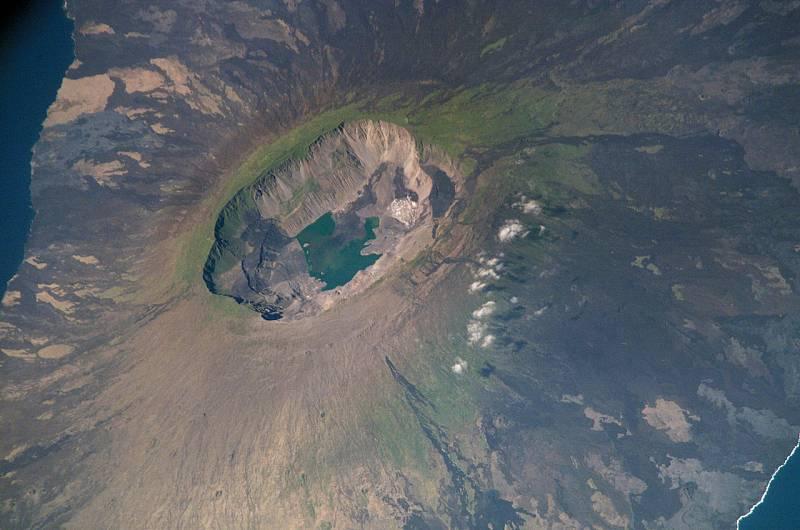 Pohled na ostrov Fernandina z mezinárodní vesmírné stanice