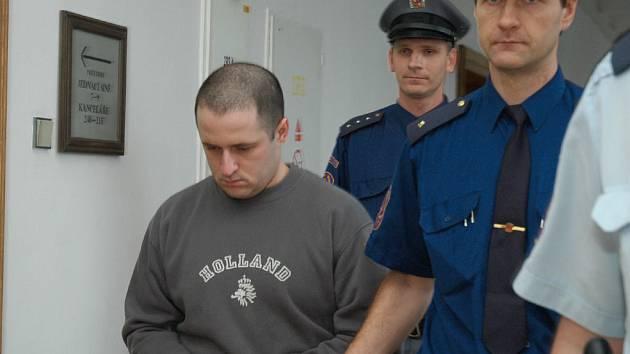 Čtyřiadvacetiletý Karel Kubín před Krajským soudem v Praze