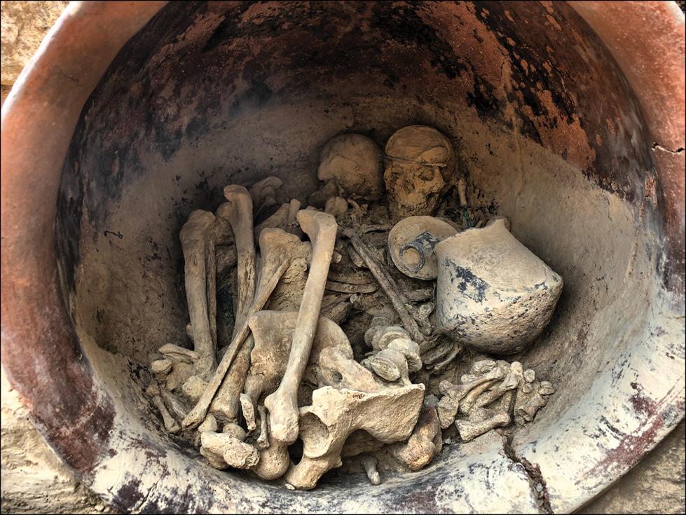 Pohled do hrobu číslo 38 v lokalitě La Almoloya