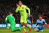 Manchester City - Barcelona: Luis Suárez a jeho radost ze druhé branky