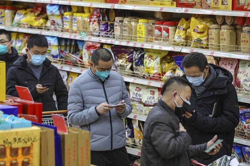 Nákup v maskách ve Wu-chan