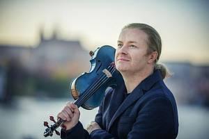 Houslový virtuos Pavel Šporcl vyrazil na nové turné.
