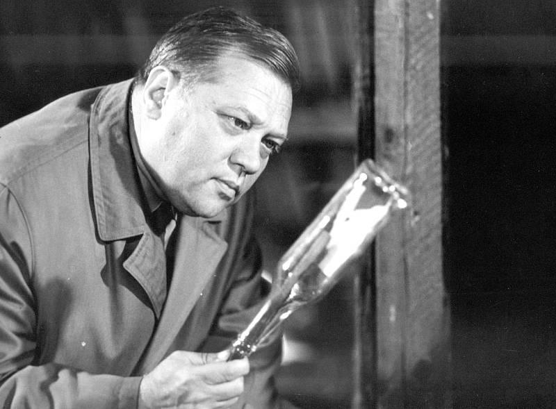 Rudolf Hrušínský ve filmu Po stopách krve.