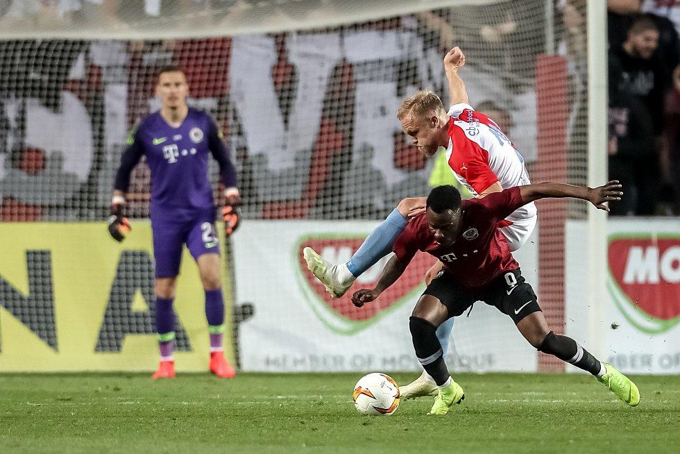 Zápas semifinále poháru MOL Cup mezi Slavia Praha a Sparta Praha hraný 24. dubna v Praze. Van Buren, Kanga