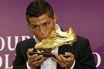 Portugalec Ronaldo líbá Zlatou kopačku pro nejlepšího kanonýra Evropy.