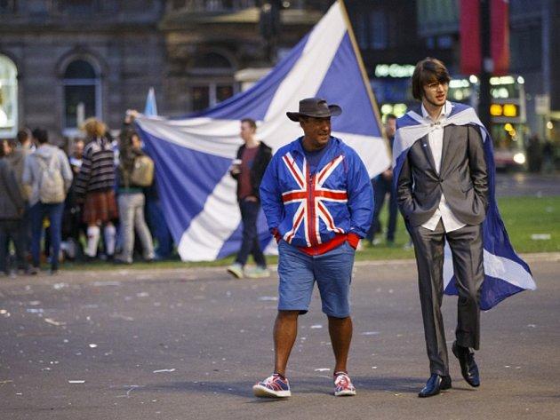 Obavy z ekonomického vývoje v případě samostatnosti Skotska nakonec v referendu převážily nad národní hrdostí Skotů.