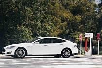 Rychlá nabíječka od automobilky Tesla.