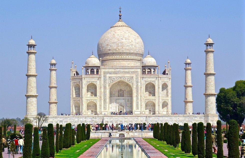 Tádž Mahal. Nyní jedna z nejvyhledávanějších turistických atrakcí na světě vznikla jako památník nehynoucí lásky, která překoná i smrt.