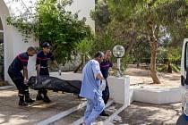 Většina obětí pátečního teroristického útoku v Tunisku jsou Britové. Uvedl to tuniský premiér Habíb Síd. Mezi mrtvými turisty jsou prý i Němci, Belgičané a Francouzi.