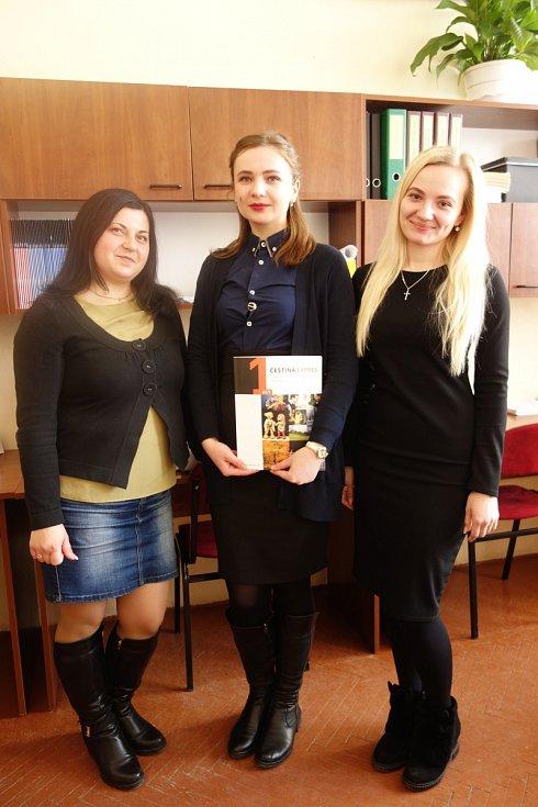 Učitelky češtiny, zprava Lena, Kristina a Lydie