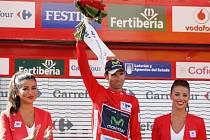 Alejandro Valverde v červeném dresu pro vedoucího muže Vuelty.