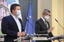 Premiér Andrej Babiš (ANO) a ministr vnitra Jan Hamáček (ČSSD)