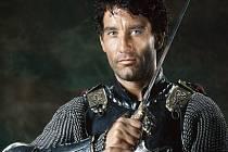 Clive Owen už si rytíře zahrál, například  v historickém opusu Král Artuš. Nyní bude hrát v historickém brnění v Horšovském Týně, spolu s další megahvězdou, Morganem Freemanem.