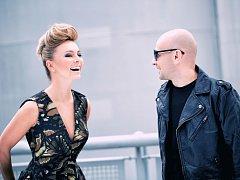 Skupina Verona tvořená Peterem Fiderem a Markétou Jakšlovou natočila novinku Meziprostor s popověji laděnými písněmi.