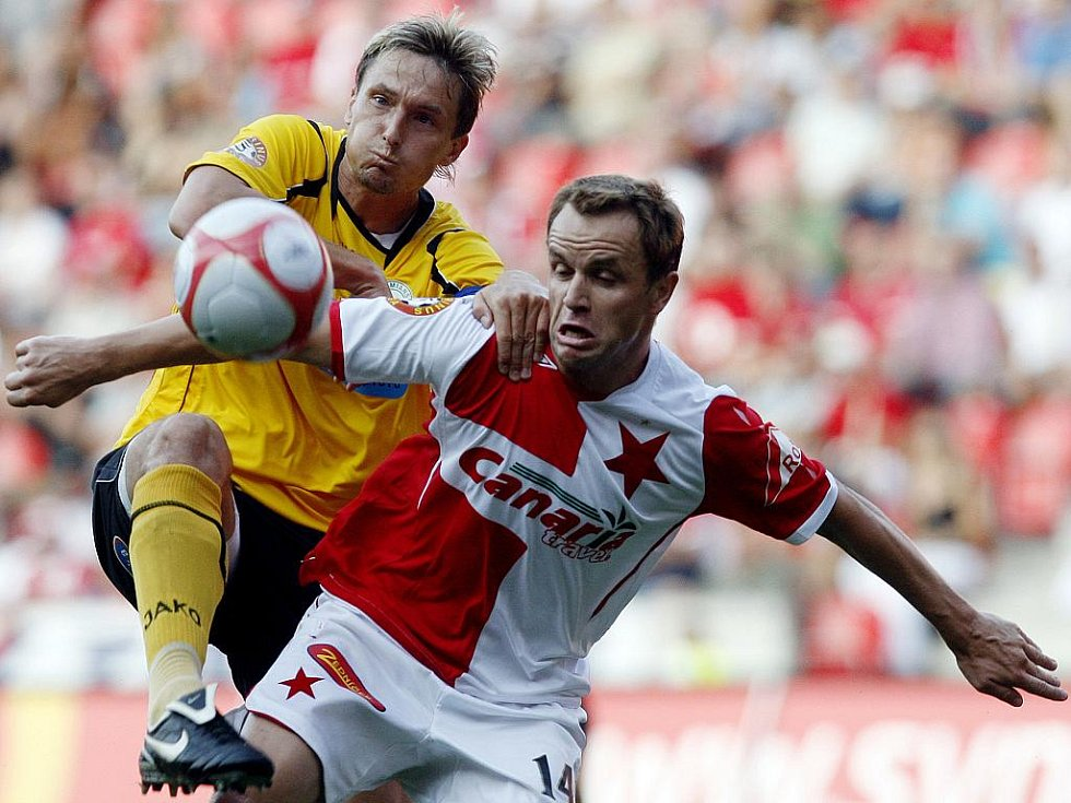 Zdeňka Šenkeřika ze Slavie Praha (vpravo) nezastavil Miroslav Obermajer a hráč Slavie dal proti Bohemians Praha hattrick.