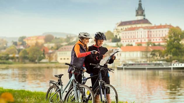 Cyklisté na Labské stezce