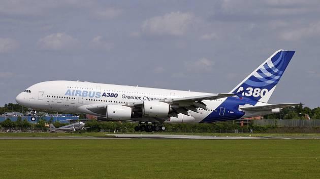 Airbus A380 v tradičních barvách společnosti Airbus