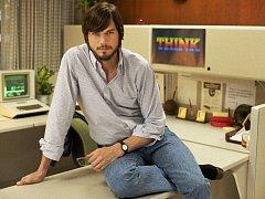 Ashton Kutcher v roli Steva Jobse
