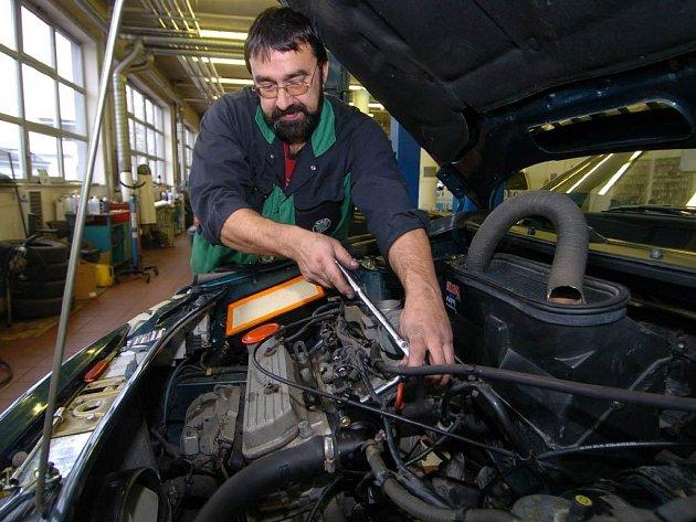 Pravidlem a samozřejmostí každého dobrého majitele automobilu by měla být důkladná servisní revize vozu před nadcházející letní sezonou.