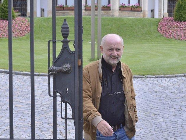 Bývalý ředitel České televize Jiří Balvín odchází 28. června z jednání s premiérem Jiřím Rusnokem v Kramářově vile. Balvín přijal místo ministra kultury v Rusnokově vládě. Je tak čtvrtým potvrzeným ministrem v novém úřednickém kabinetu.