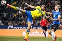Zlatan Ibrahimovic (vlevo) sestřelil dvěma góly Estonsko a stal se nejlepším střelcem Švédska v historii.