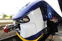 V Česku vůbec poprvé začal v Plzeňském kraji jezdit nový motorový vlak řady 844 RegioShark.