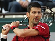 Do osmifinále Roland Garros postoupil i Novak Djokovič.