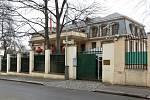 Čínská ambasáda v Pelléově ulici v Praze