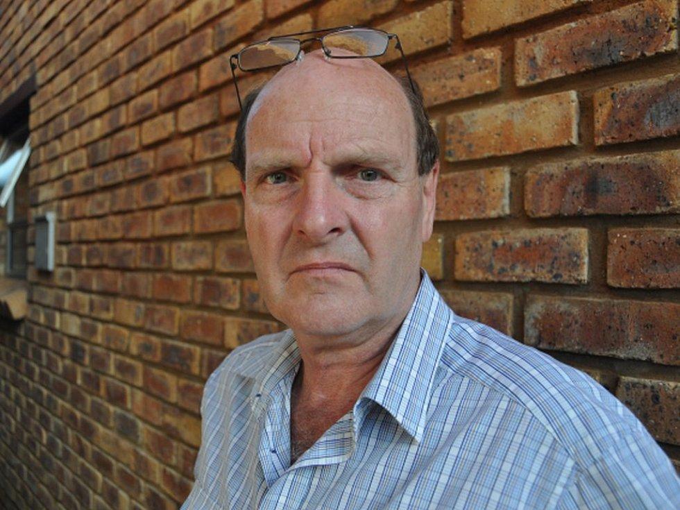 Tip na hrozící útěk Čecha Radovana Krejčíře z vězení dal jihoafrickým policistům detektiv Paul O´Sullivan poté, co se dozvěděl, že ho chce Krejčíř nechat po úniku z věznice zabít.