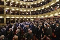 Poslední rozloučení se sedminásobnou olympijskou vítězkou Věrou Čáslavskou se konalo 12. září v Národním divadle v Praze.