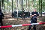 Během policejního zásahu v Hambašském lese na západě Německa zemřel novinář.