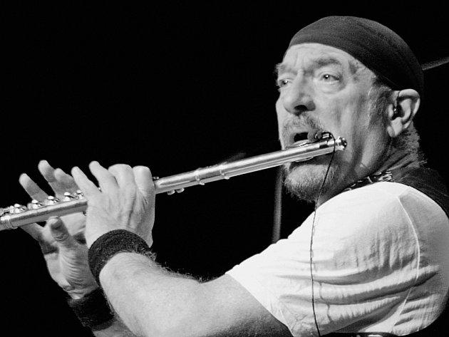 KAPELNÍK. A taky zpěvák a flétnista. Ian Anderson se po půl roce vrací do Česka.