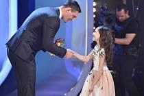 Zlatý medailista Lukáš Krpálek gratuluje Charlote Elle Gottové.